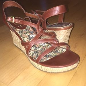 Hot Kiss wedge sandals.  Brown w woven heel. VGUC